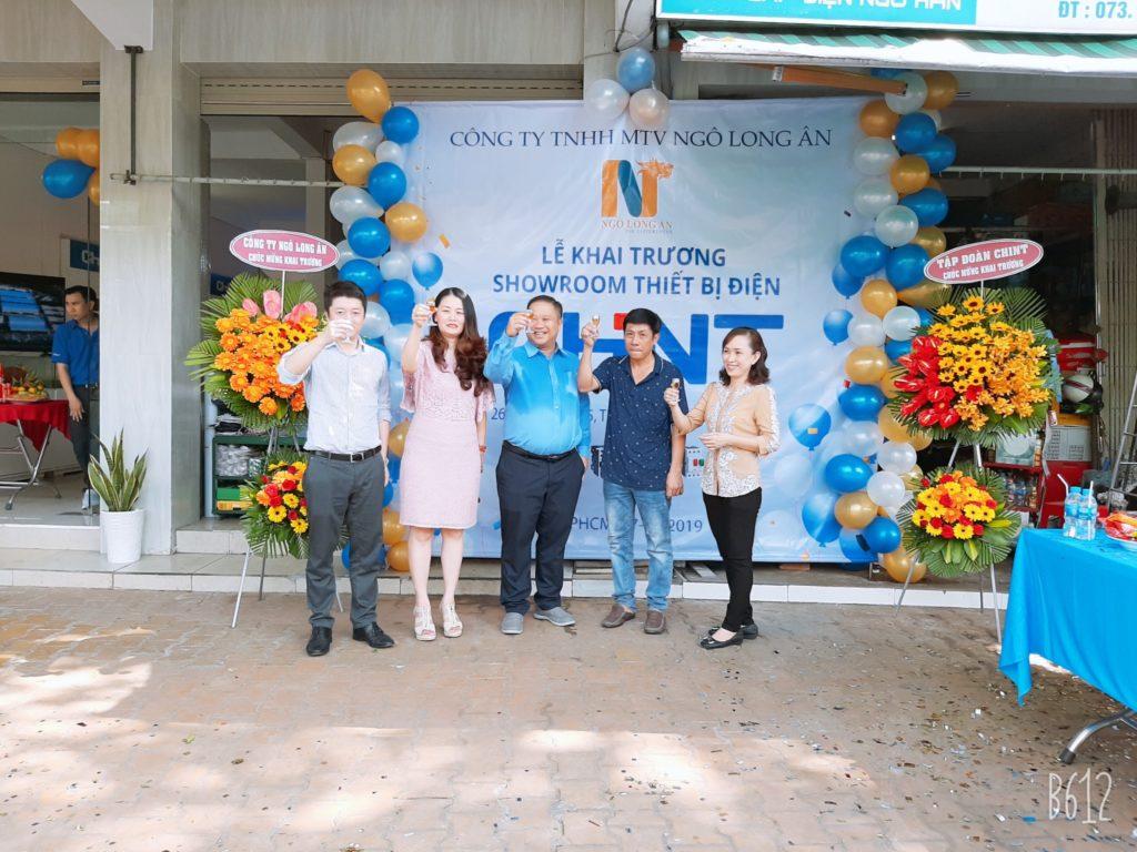 Đại diện Tập đoàn ChinT , Cty Ngô Long Ân và Chung Sáu Nhỏ nâng ly chức mừng